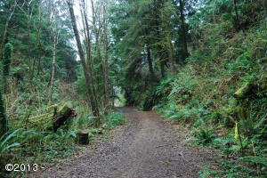 825 SW Norwood Dr, Waldport, OR 97394 - Entrance