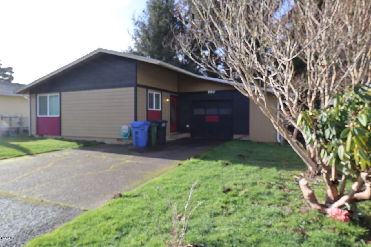 990 SE Rolph Ct, Waldport, OR 97394 - Front of house
