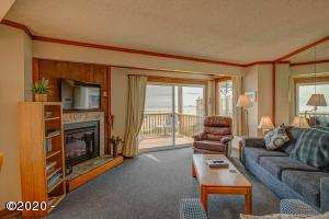3641 NW Oceanview Dr, 123, Newport, OR 97365 - Living Room View