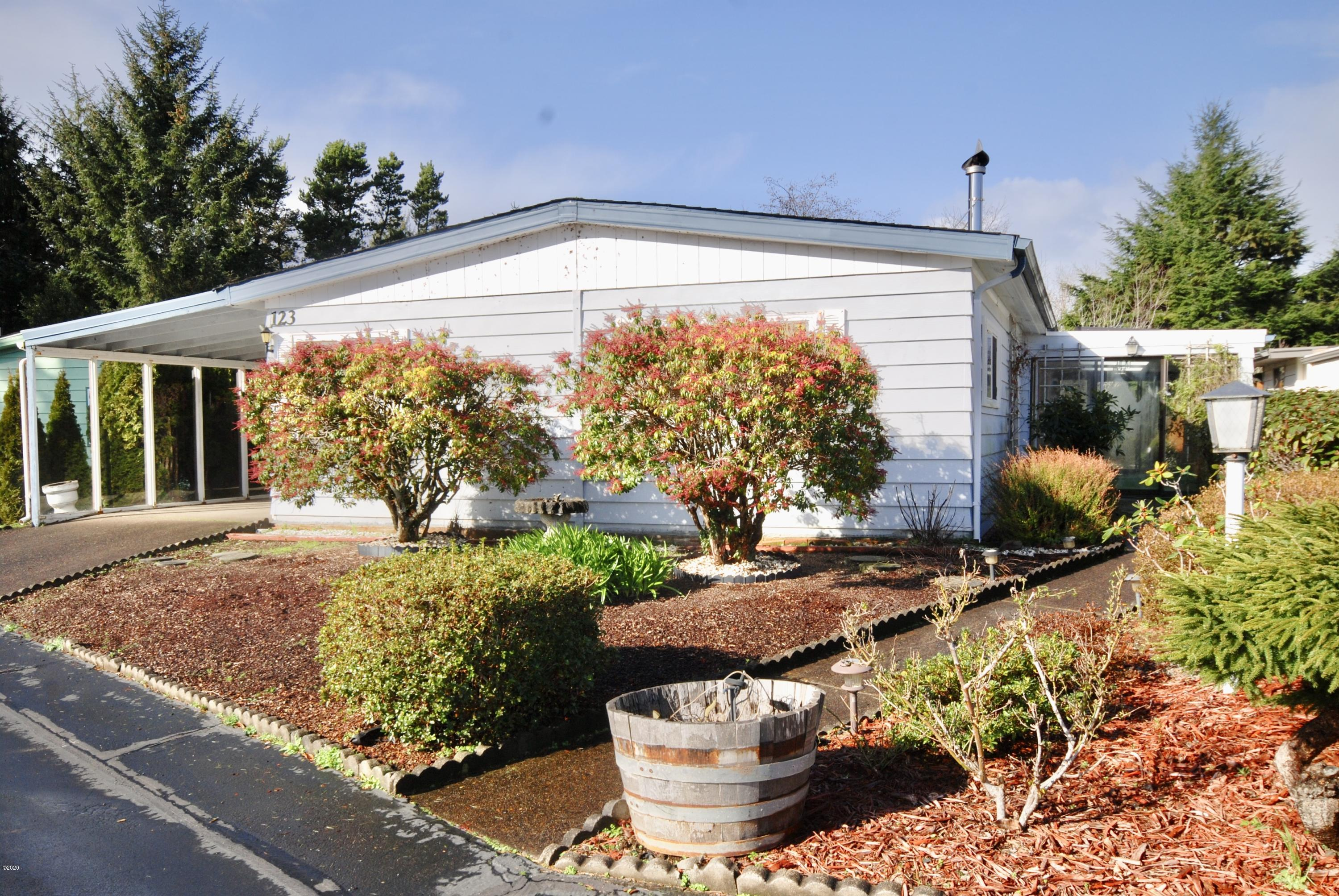123 NE 35th St, Newport, OR 97365