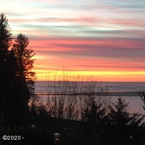 330 SW Pacific View St, Waldport, OR 97394