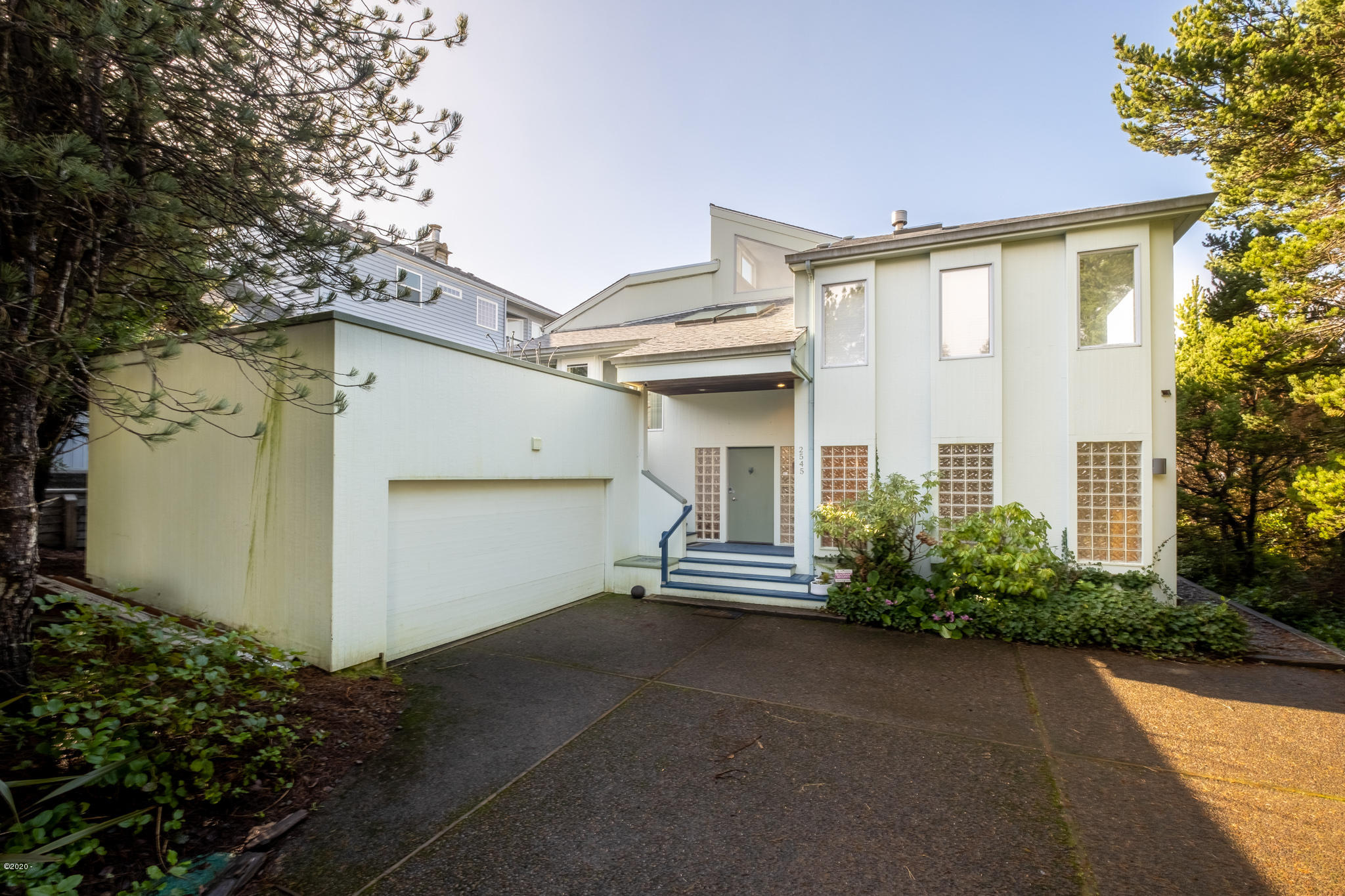 2545 NW Pacific St, Newport, OR 97365