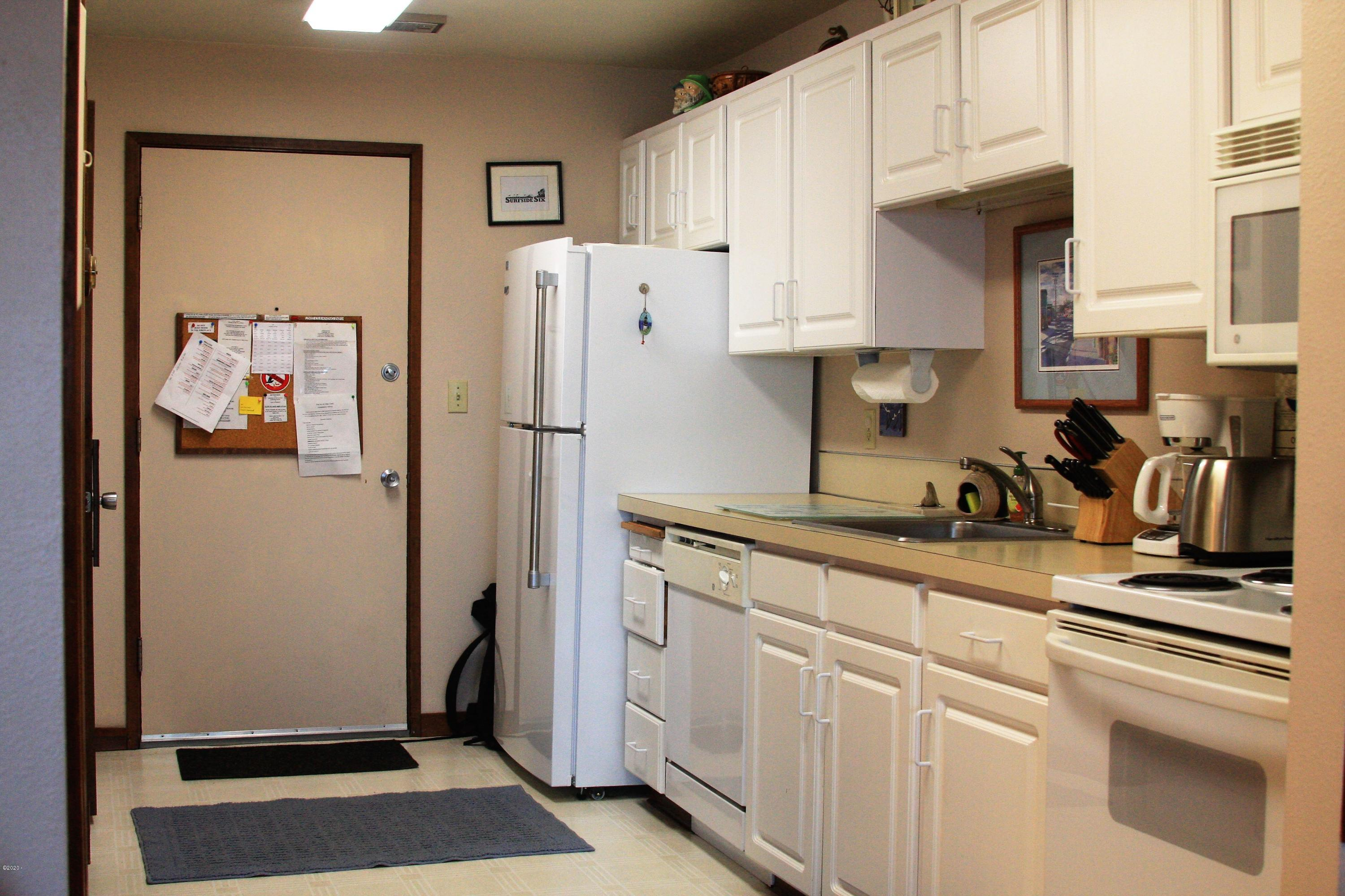 301 Otter Crest Dr, 318-319 1/6 SHARE, Otter Rock, OR 97369 - Kitchen