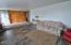 3335 SE Chestnut St, Newport, OR 97366 - Living Room