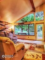 600 Island Dr, 18, Gleneden Beach, OR 97388 - Living Room