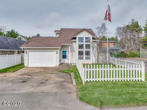85 Laurel St, Gleneden Beach, OR 97388 - Front of Home
