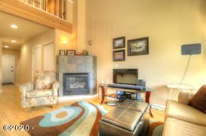 526 NW Coast St., H, Newport, OR 97365 - Beautiful Nye Beach Condo