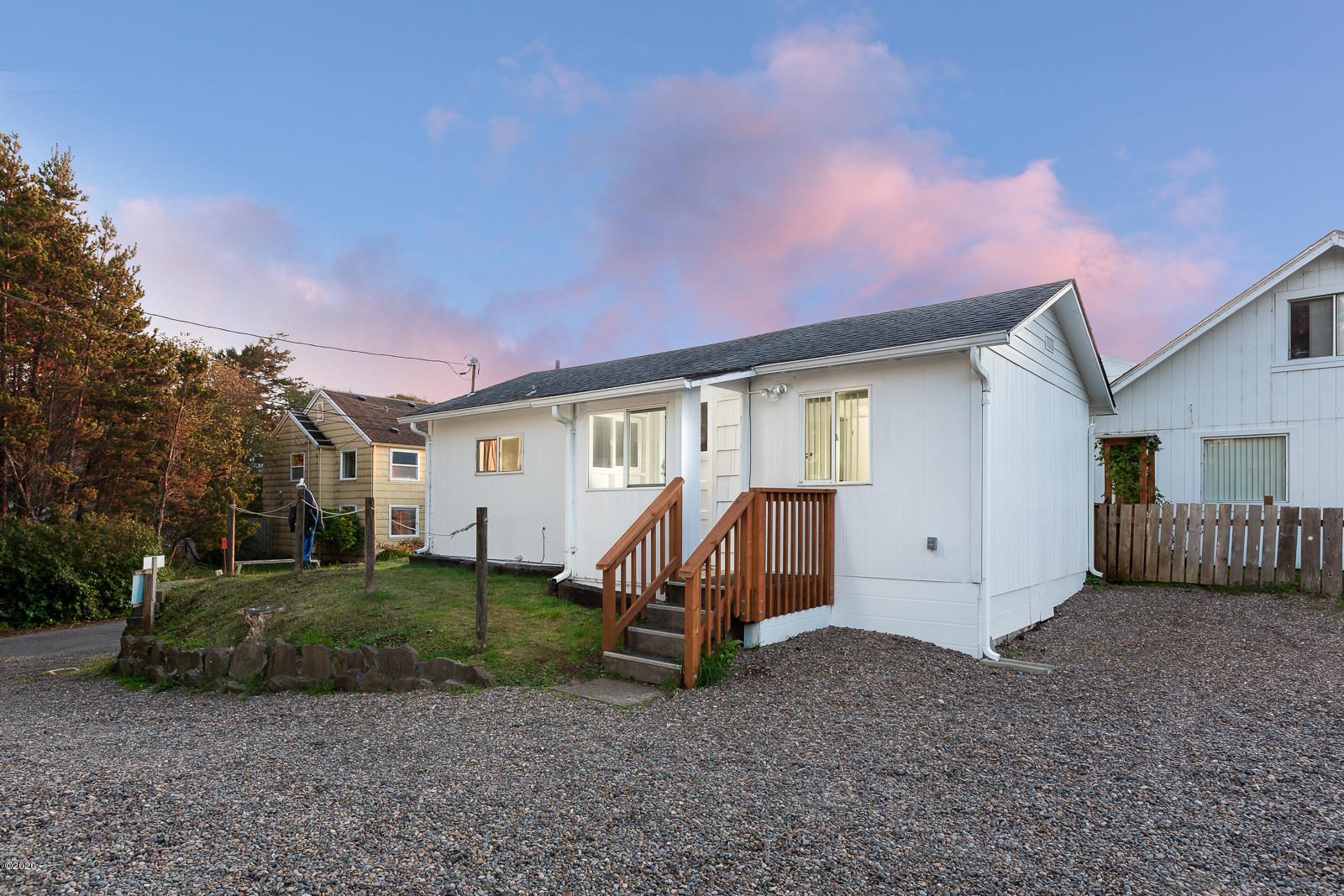 21 & 25 SW Hawkins St, Depoe Bay, OR 97341 - 1 Bedroom Exterior