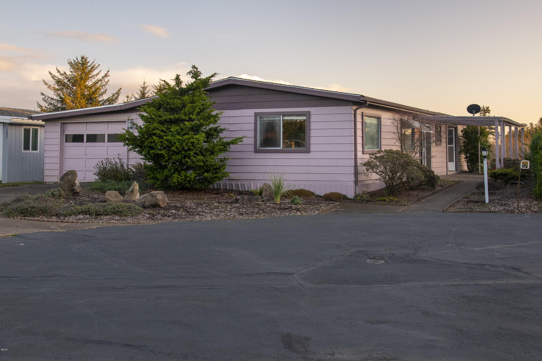 136 NE 33rd St, Newport, OR 97365