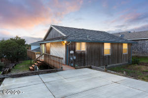 1918 NE Spindrift Ct, Lincoln City, OR 97367 - 1918NESpindrift-01