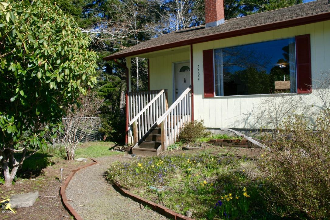 2324 NW Lee Ave, Lincoln City, OR 97367