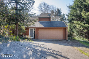 944 NE Lakewood Dr, Newport, OR 97365 - Exterior - View 1