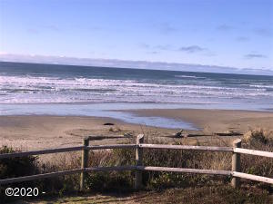 1680 Hwy 101 N, Yachats, OR 97498 - Beach across the street @ Smelt Sands