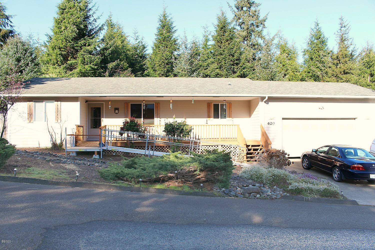 620 SE Ball Blvd, Waldport, OR 97394 - front of house 1