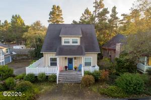 210 Bella Beach Dr, Depoe Bay, OR 97341