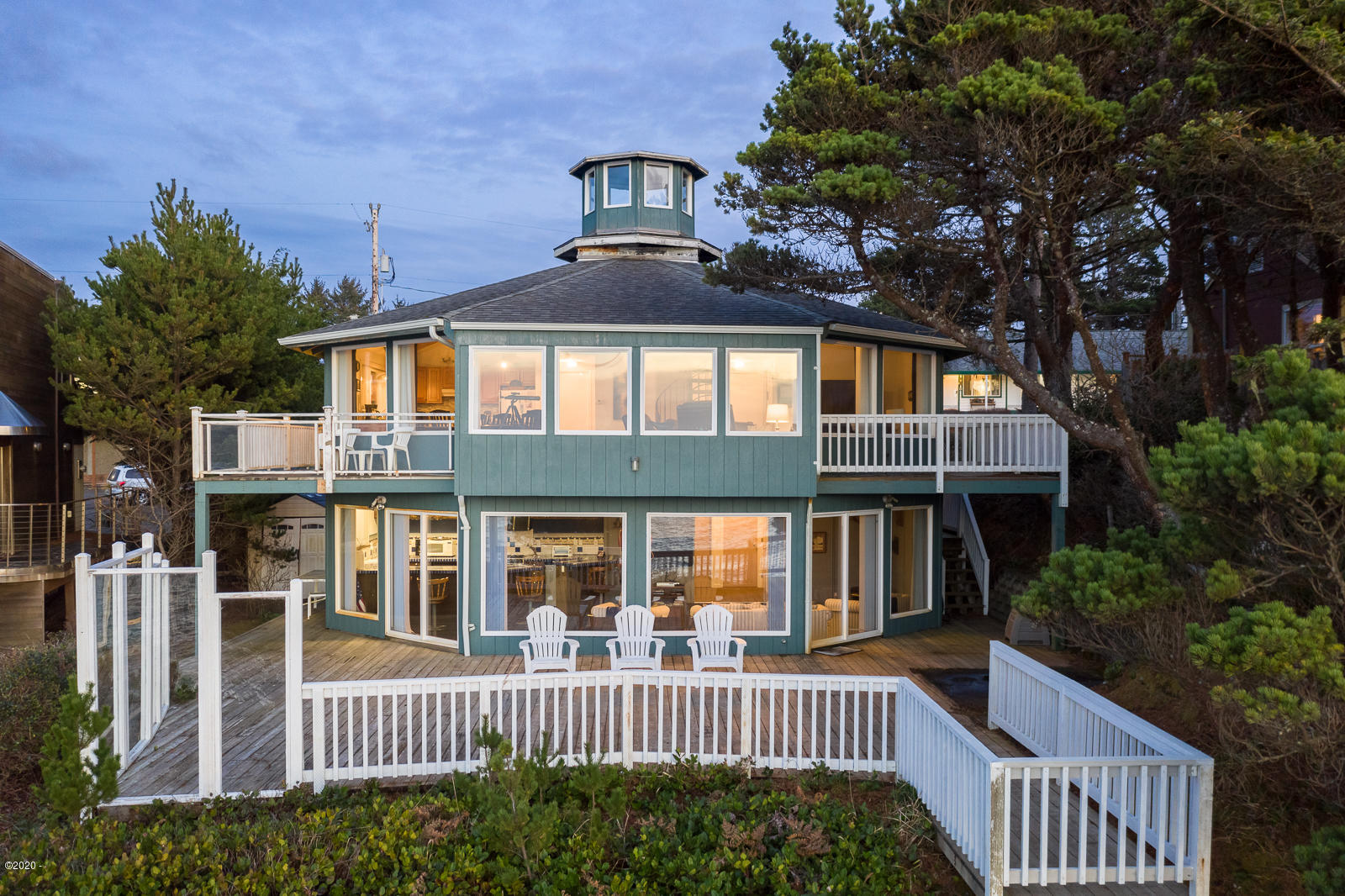 345 SW Coast Ave, Depoe Bay, OR 97341-9632 - Exterior