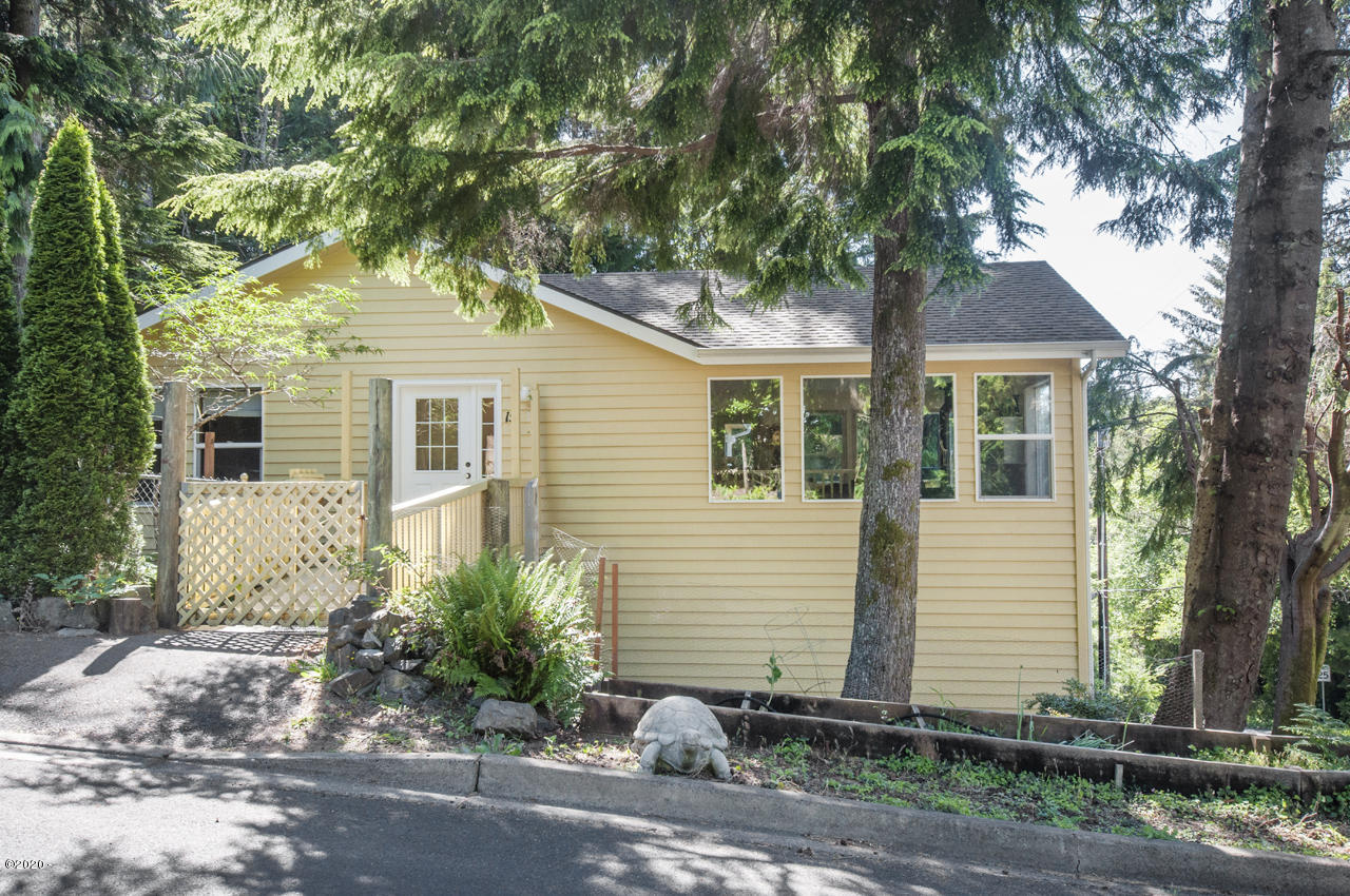 15 SE Ainslee Ave, Depoe Bay, OR 97341 - Front