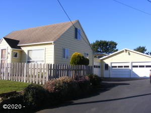1523 NW Grove St, Newport, OR 97365 - Exterior