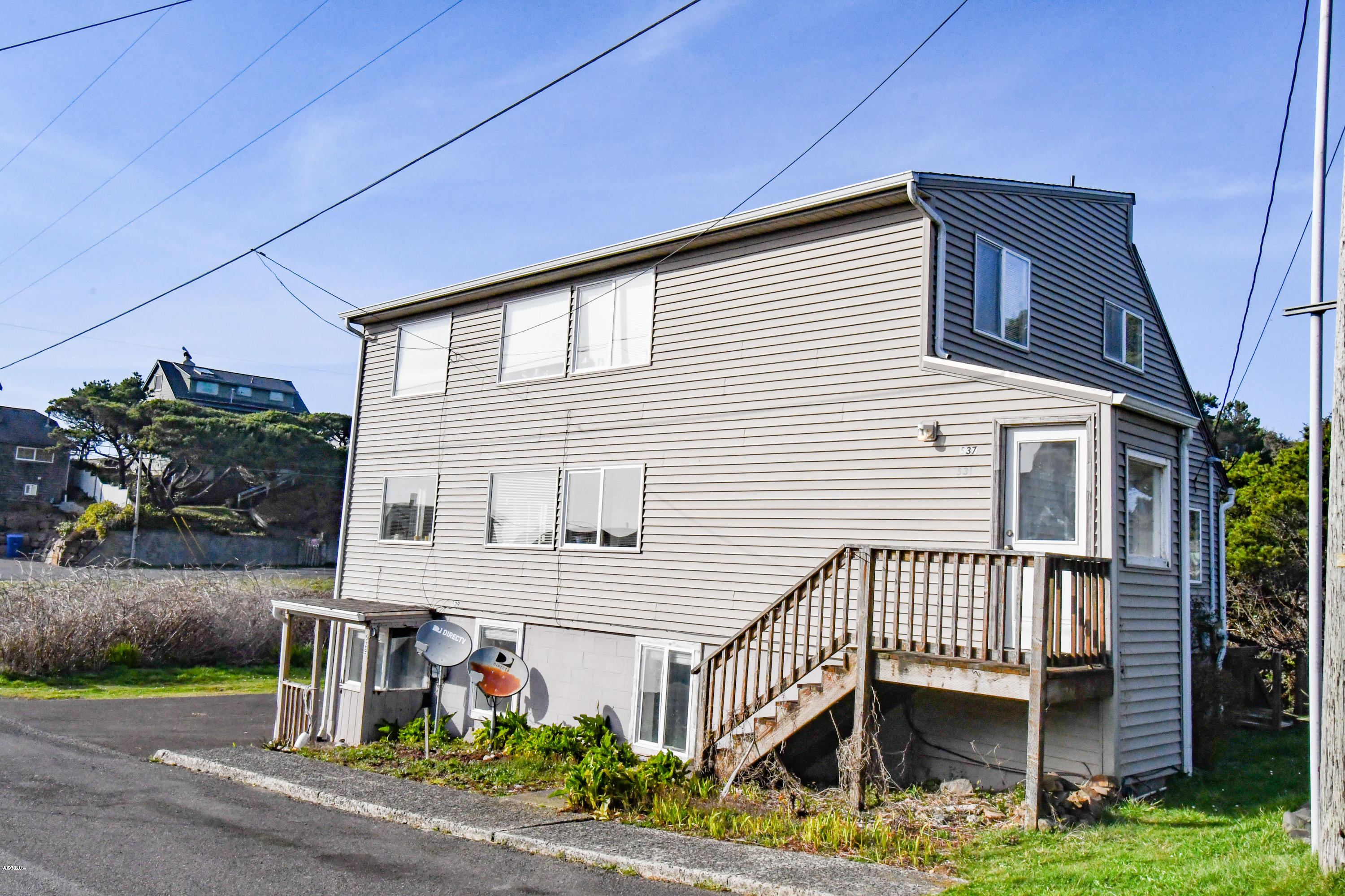 529,531 SW 32nd St, Lincoln City, OR 97367 - Exterior