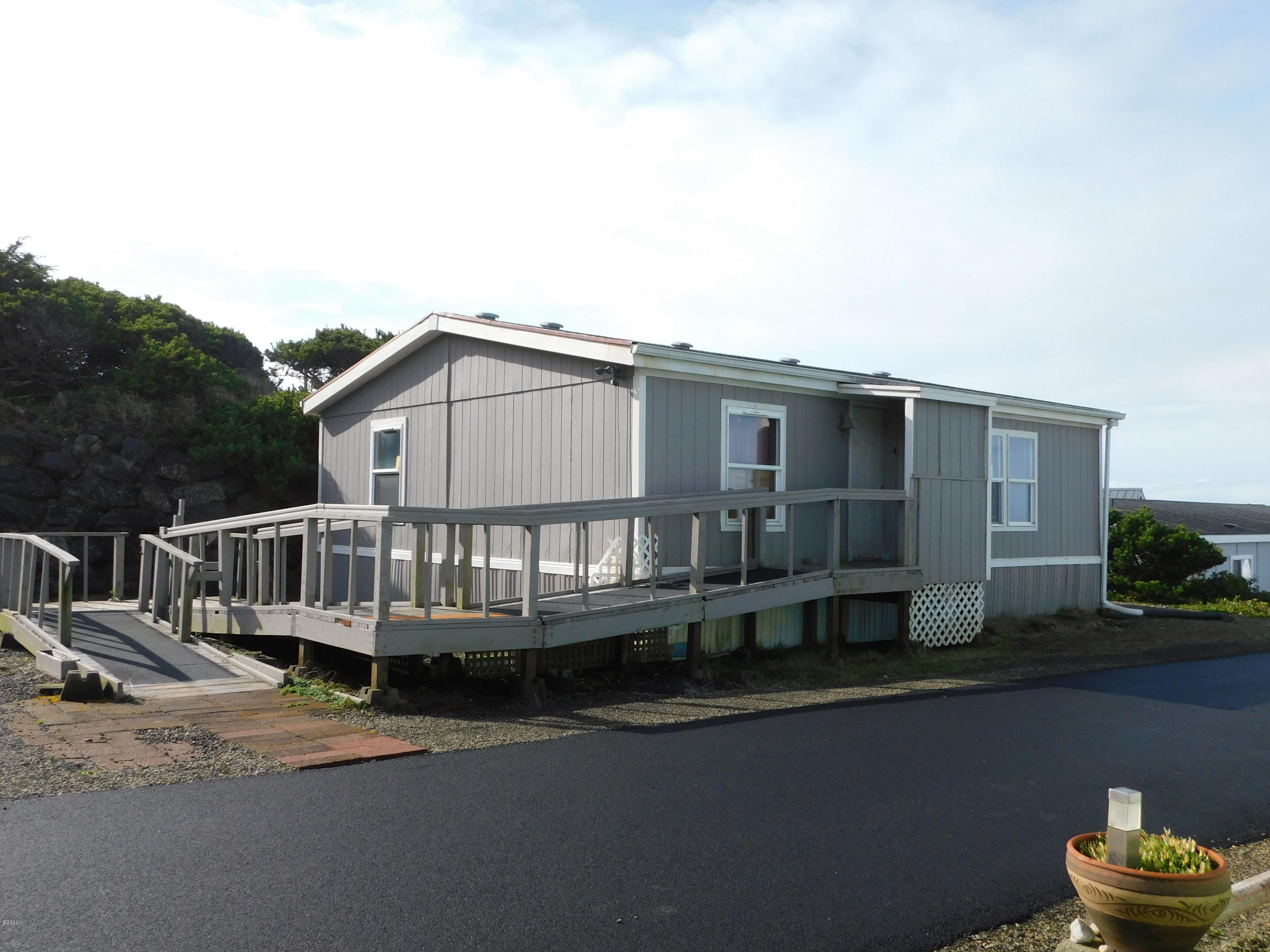 4875 US-101, 19, Depoe Bay, OR 97341 - Holliday Hills #19