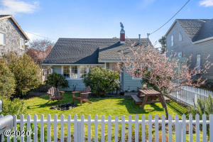6546 SW Ebb Ave, Lincoln City, OR 97367 - Cozy Cottage In Cutler City