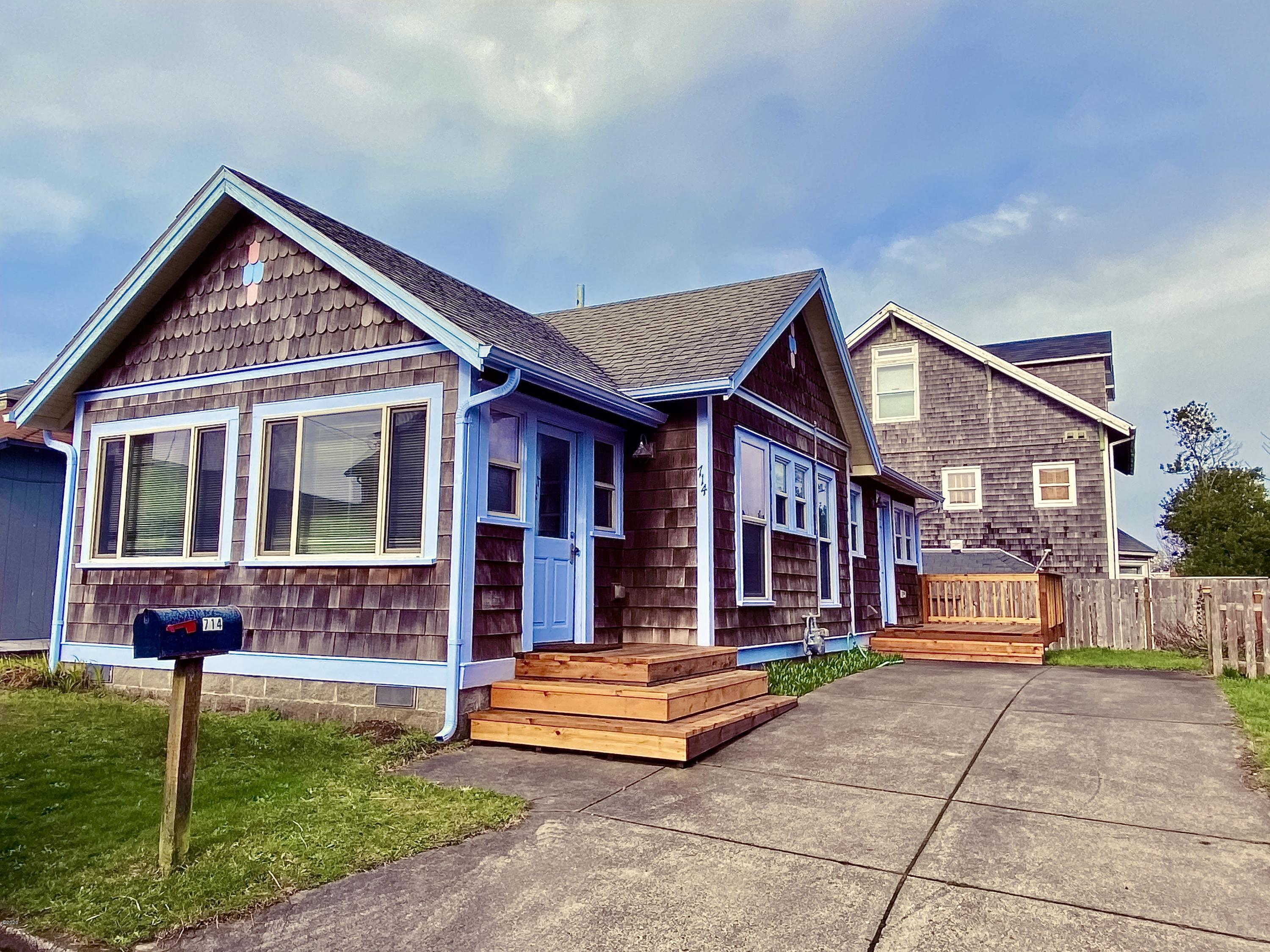 714 NW 2nd Ct, Newport, OR 97365 - Front