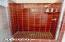 714 NW 2nd Ct, Newport, OR 97365 - Tiled Shower