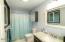 2334 NE Douglas St, Newport, OR 97365 - Master Bathroom 1