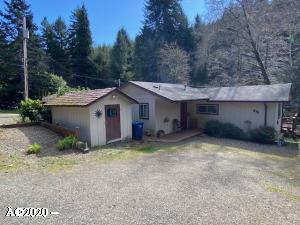 215 N Stockton Ave, Otis, OR 97368 - One Bedroom Cottage