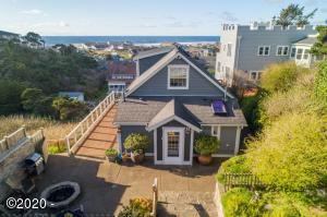 502 SW 7th St, Newport, OR 97365