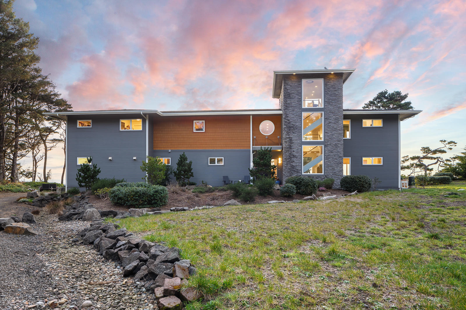 7710 NW Spruce Pointe Ln, Seal Rock, OR 97376