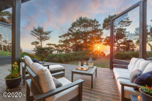 7710 NW Spruce Pointe Ln, Seal Rock, OR 97376 - Oceanfront Estate