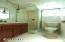 1514 NE 11th St, Lincoln City, OR 97367 - Bathroom