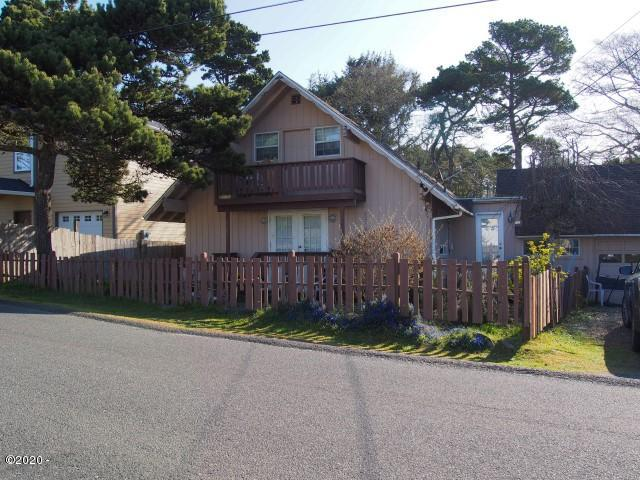 2290 NW Jetty Ave, Lincoln City, OR 97367 - Exterior of home