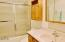 1415 NW 31st Pl, 172, Lincoln City, OR 97367 - Guest bath