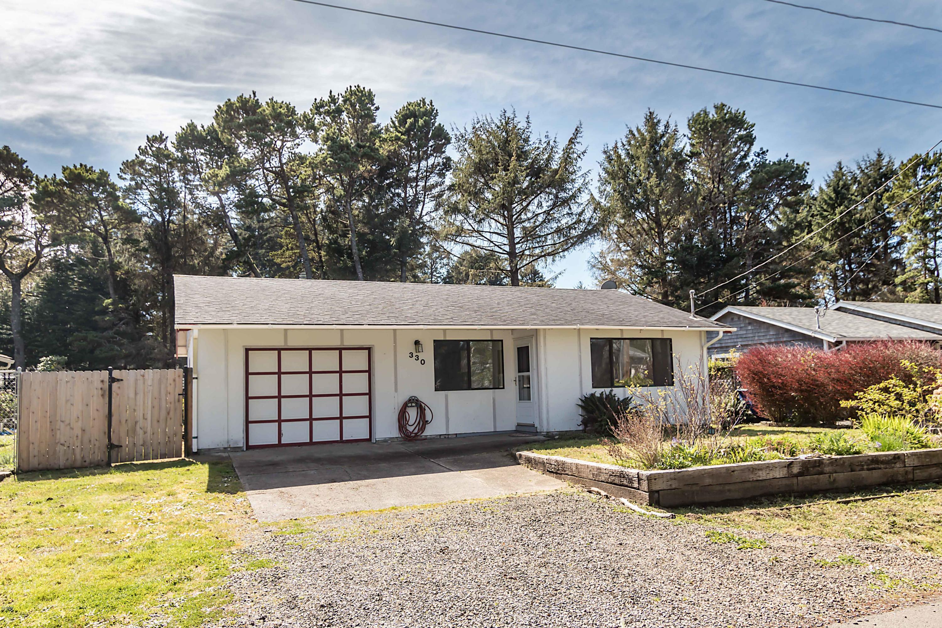 330 SW South Point St, Depoe Bay, OR 97341