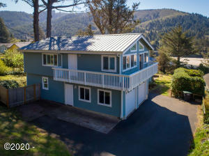 416 E 2nd St, Yachats, OR 97498 - Fletcher Exterior