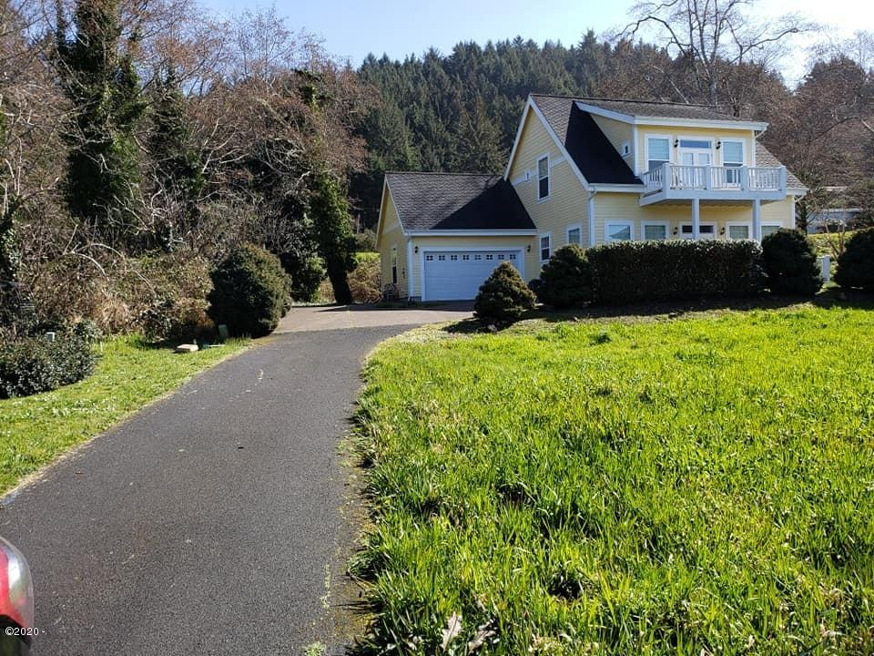 176 Shell St, Yachats, OR 97498 - 1
