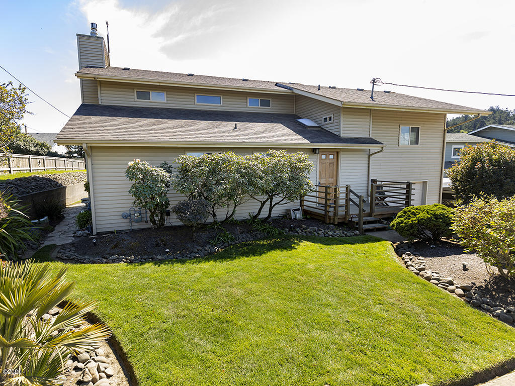 122 NE 56th St, Newport, OR 97365