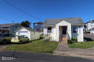 1335 NW 16th St, Lincoln City, OR 97367 - NW Cottage with covered porch