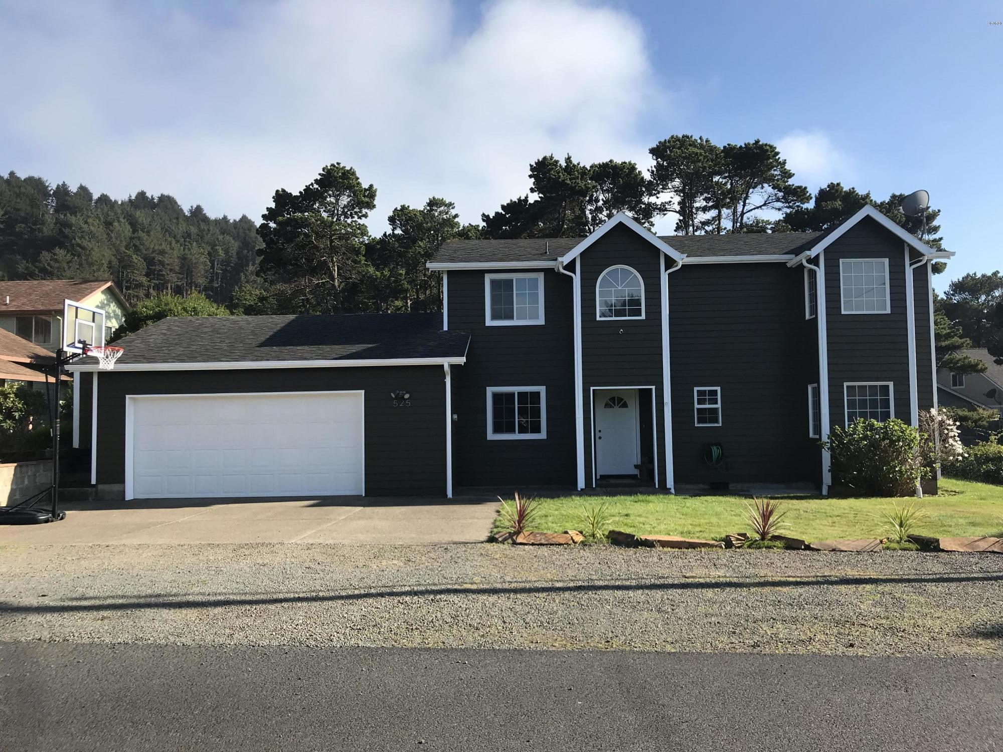525 NW 56th St, Newport, OR 97365