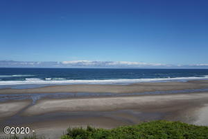 2555 NW Inlet Ave, Lincoln City, OR 97367 - Ocean front