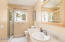 1635 SW Tintinnabulary Pl, Depoe Bay, OR 97341 - Guest bath