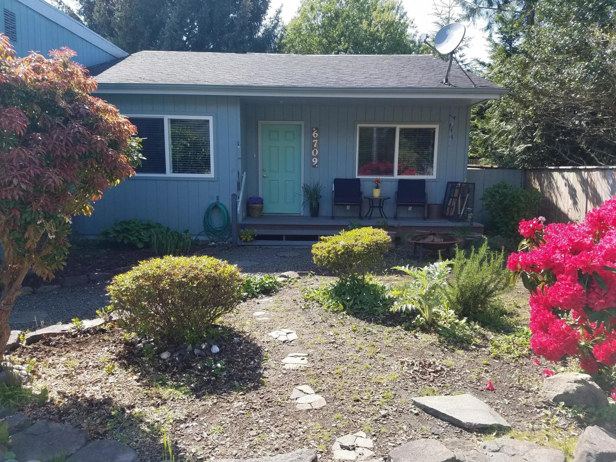 6709 SW Inlet Ave, Lincoln City, OR 97367 - Front Porch