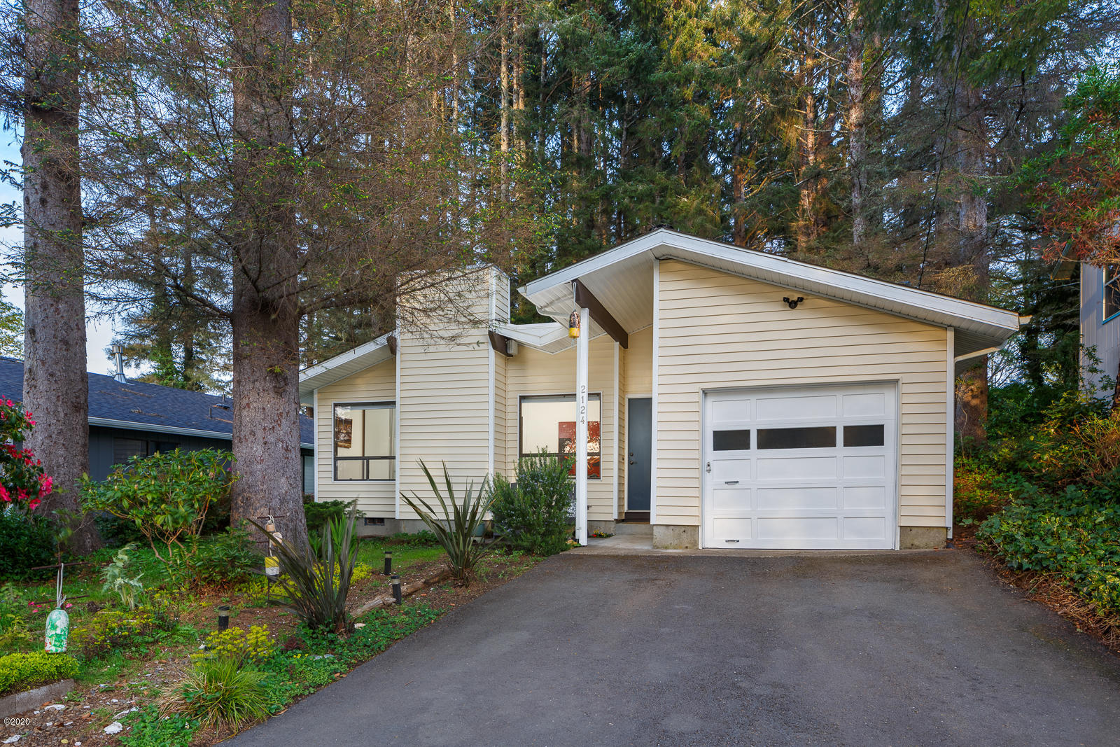 2124 NE Reef Ave, Lincoln City, OR 97367 - 2124NEReef-01