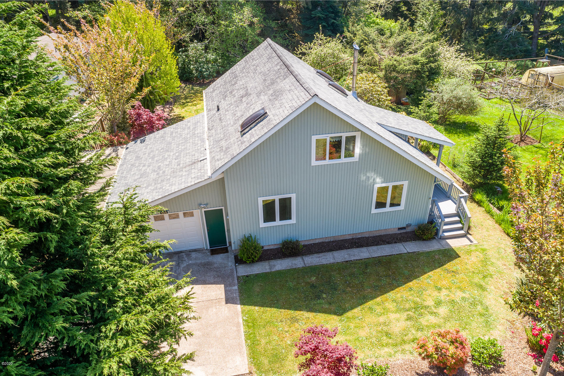 585 NW Estate Dr, Seal Rock, OR 97376