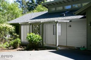 7 Big Tree Rd, Gleneden Beach, OR 97388 - Welcoming Entry