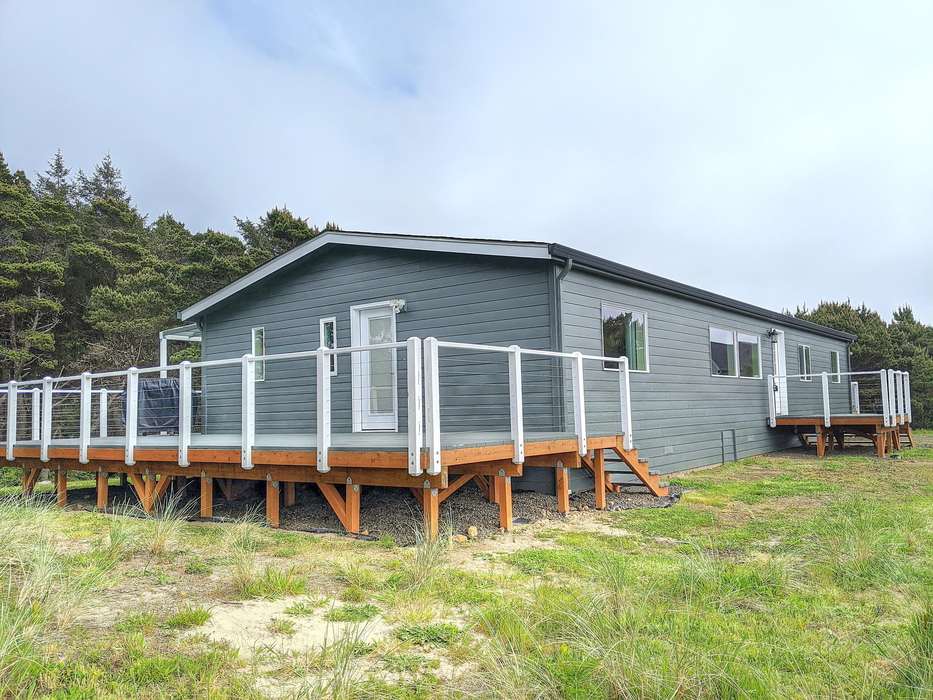 4929 NW Sandy Dr, Seal Rock, OR 97376