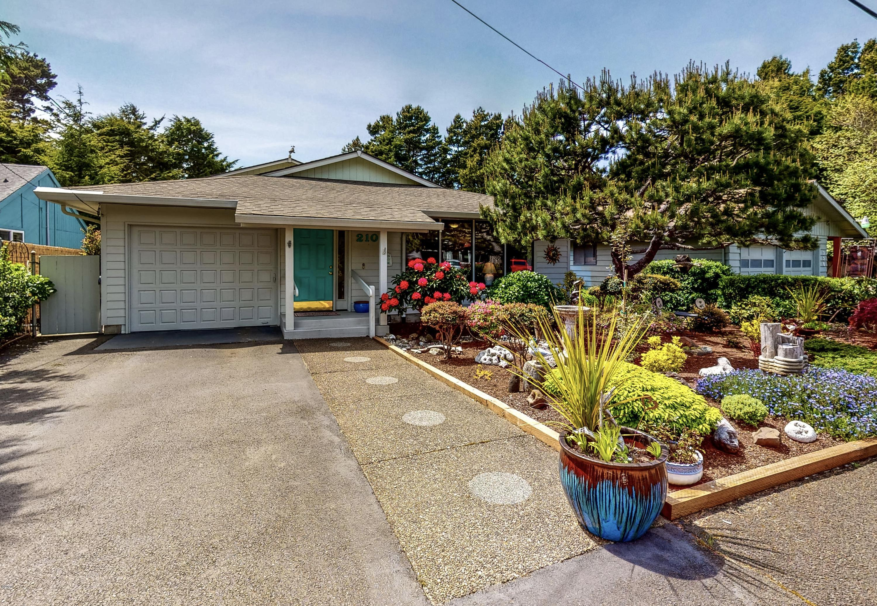 210 Coronado Dr, Lincoln City, OR 97367