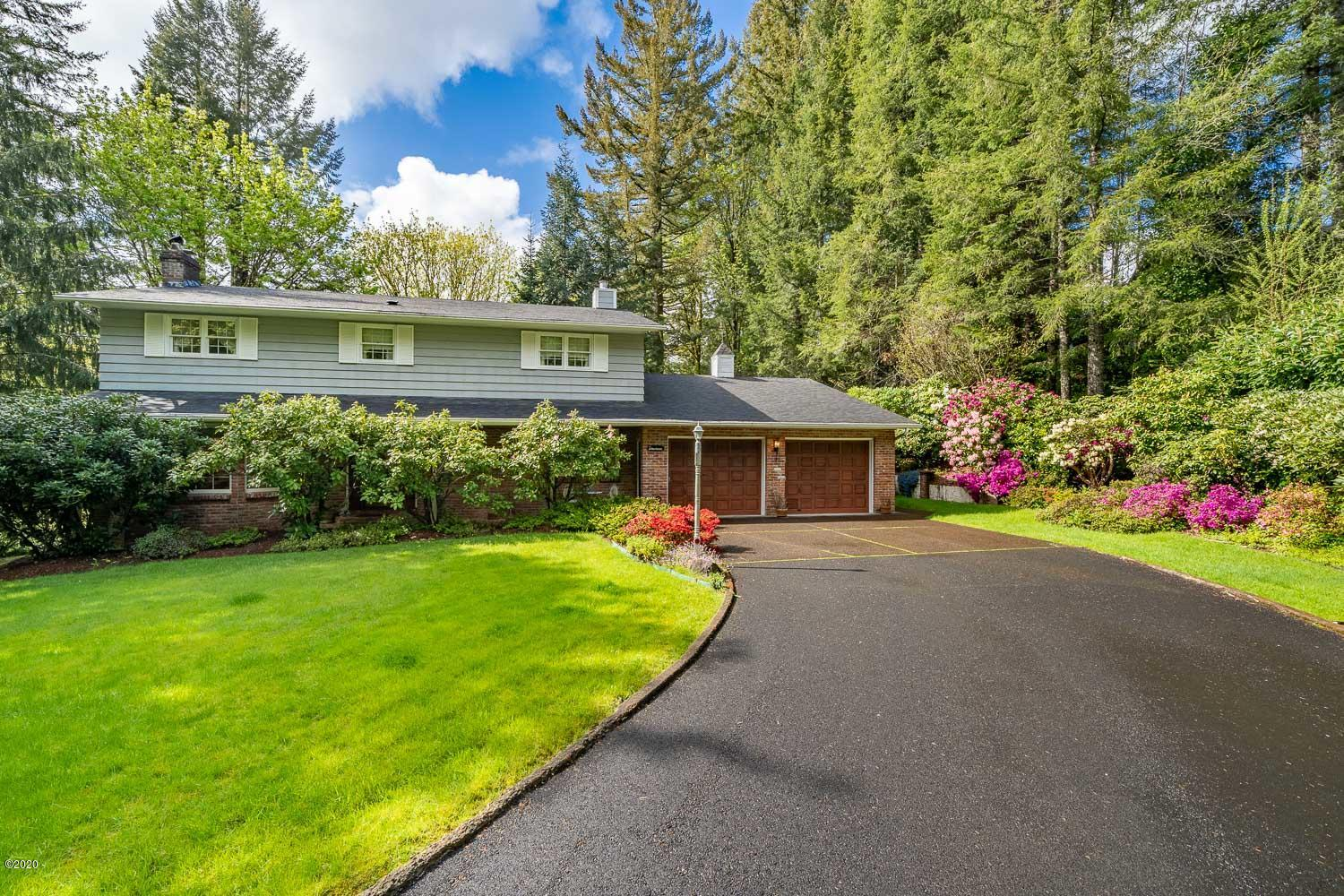 520 NW 12th Place, Toledo, OR 97391
